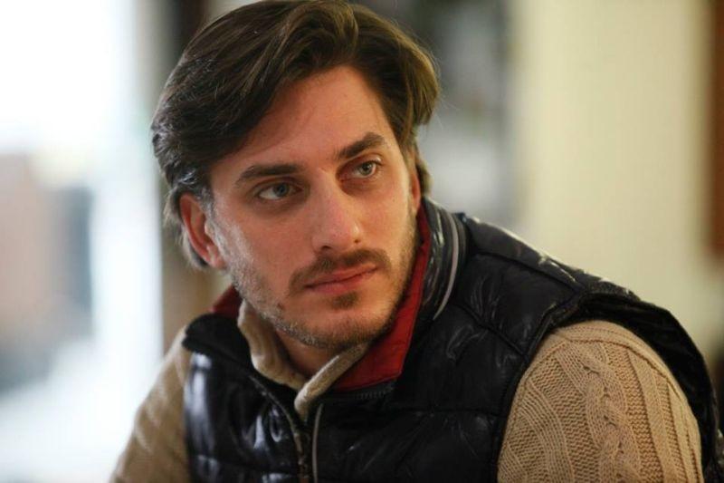Il mondo fino in fondo: Luca Marinelli in una scena