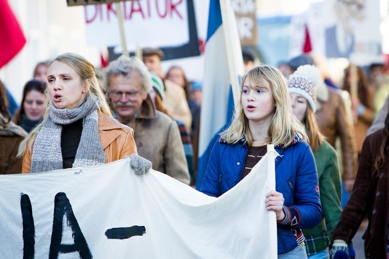 Nobody Owns Me: Tanja Lorentzoncon Saga Samuelsson in una scena