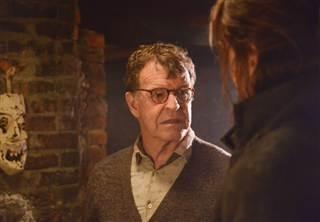 Sleepy Hollow: John Noble nel sesto episodio della prima stagione The Sin Eater
