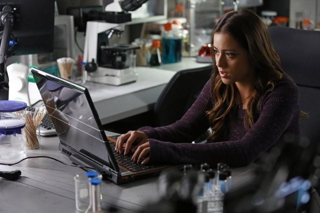 Agents of S.H.I.E.L.D.: Chloe Bennet nell'episodio FZZT