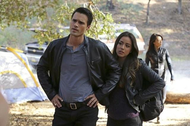 Agents of S.H.I.E.L.D.: Ming-Na, Brett Dalton e Chloe Bennet nell'episodio FZZT