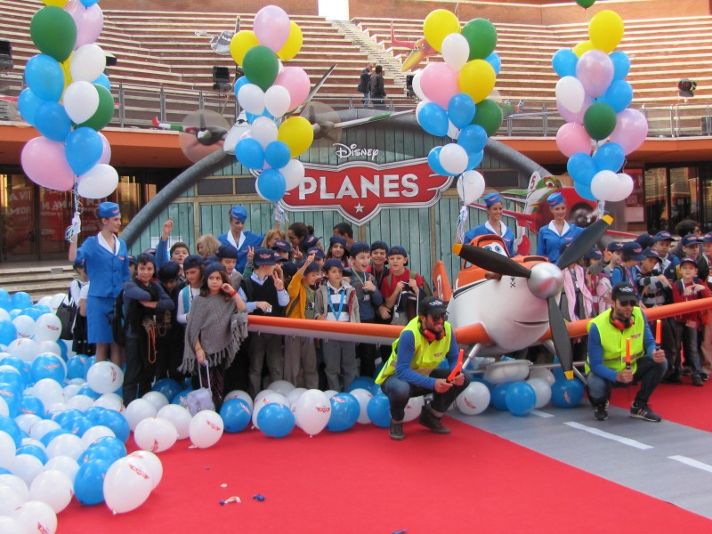 Festival di Roma 2013 - hostess e bambini per Planes il film d'animazione della Disney, sul red carpet