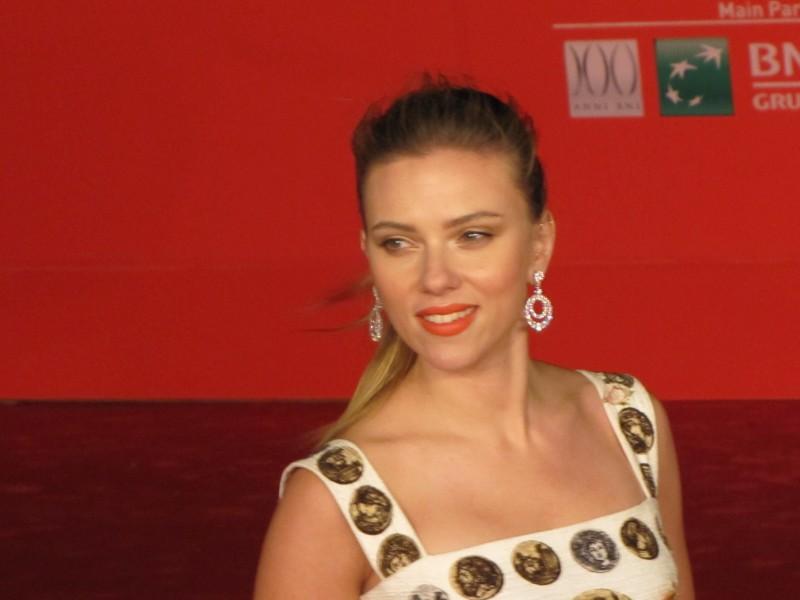 Her al Festival di Roma 2013 - Scarlett Johansson sfila sul red carpet della kermesse