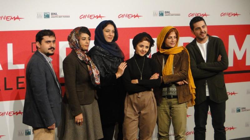 Acrid: le protagoniste femminili del film posano col regista e Mohammad Reza Ghaffari a Roma 2013