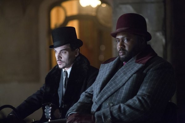 Dracula: Jonathan Rhys Meyers e Nonso Anozie nell'episodio A Whiff of Sulphur