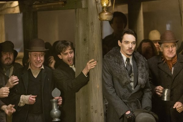Dracula: Jonathan Rhys Meyers in una scena dell'episodio From Darkness to Light