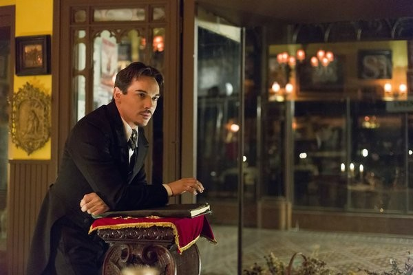 Dracula: Jonathan Rhys Meyers nell'episodio A Whiff of Sulphur
