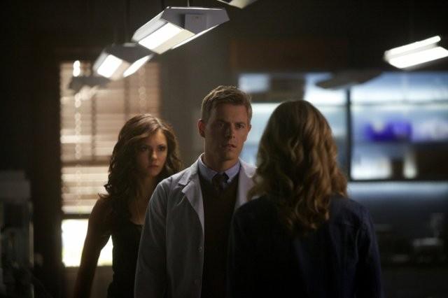 The Vampire Diaries: Rick Cosnett, Candice Accola e Nina Dobrev nell'episodio Handle with Care