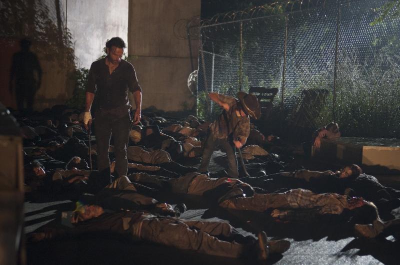 The Walking Dead: Andrew Lincoln e Chandler Riggs nell'episodio L'inferno