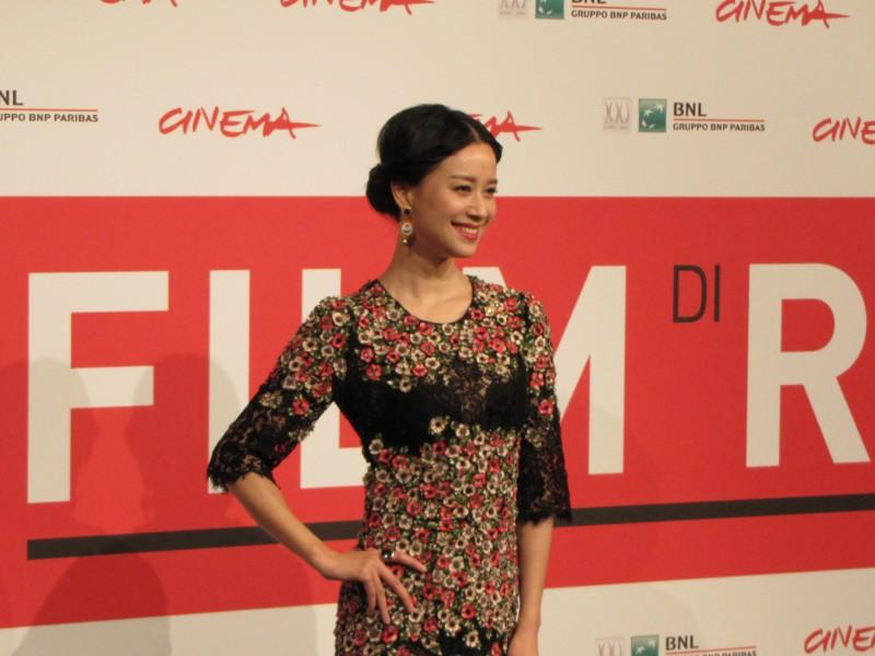 Blue Sky Bones: la bella Ni Hongjie al Festival di Roma 2013 vestita da Dolce e Gabbana