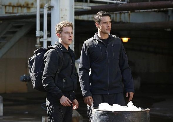 Agents of S.H.I.E.L.D.: Brett Dalton e Iain De Caestecker nell'episodio The Hub