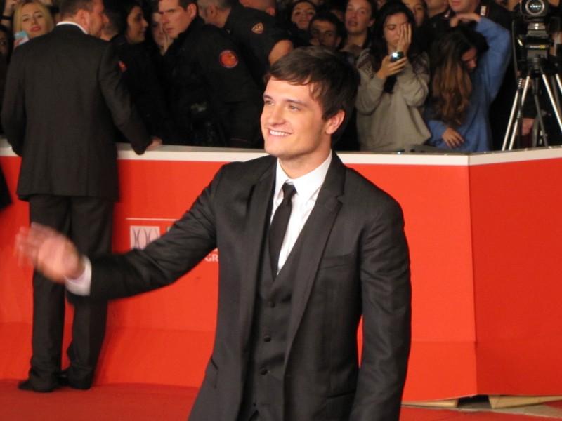 Hunger Games: la ragazza di fuoco - Josh Hutcherson a Roma, 2013 sul red carpet del Festival saluta i fan