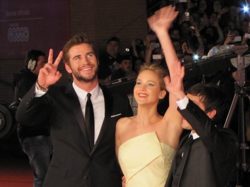 Hunger Games: la ragazza di fuoco, Liam Hemsworth e Jennifer Lawrence sul red carpet di Festival di Roma 2013