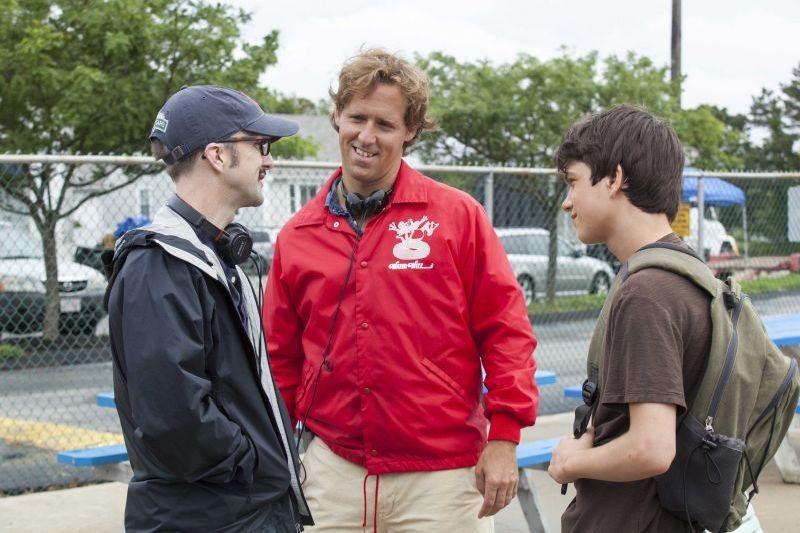 C'era una volta un'estate: il protagonista Liam James sul set con i due registi Nat Faxon e Jim Rash
