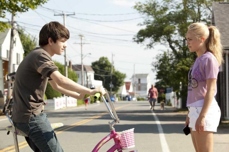 C'era una volta un'estate: Liam James e AnnaSophia Robb in un momento del film