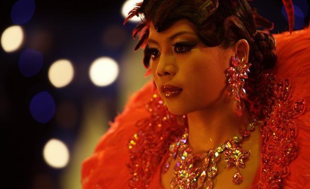Karaoke Girl: Sa Sittijun in una scena tratta dal film
