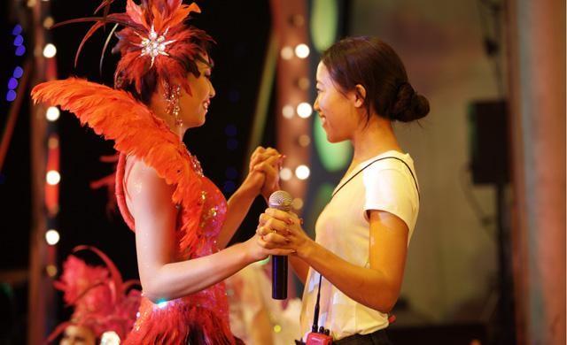 Karaoke Girl: Sa Sittijun sul set con la regista Visra Vichit-Vadakan