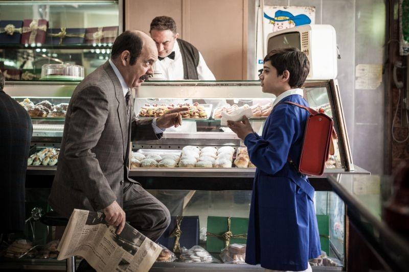 La mafia uccide solo d'estate: Rosario Lisma con Alex Bisconti in una scena del film