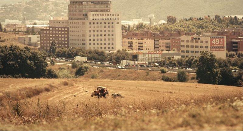 La plaga: la periferia di Barcellona in una scena del film
