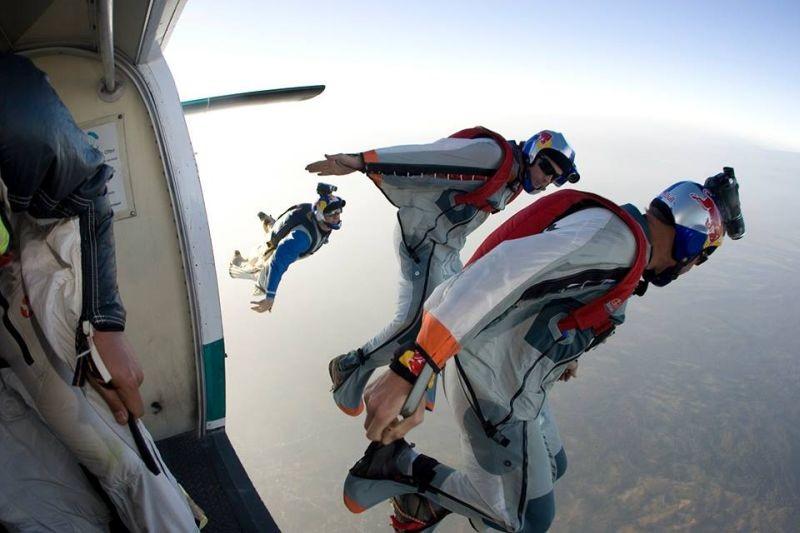 McConkey: Shane McConkey si butta col paracadute in un momento del documentario