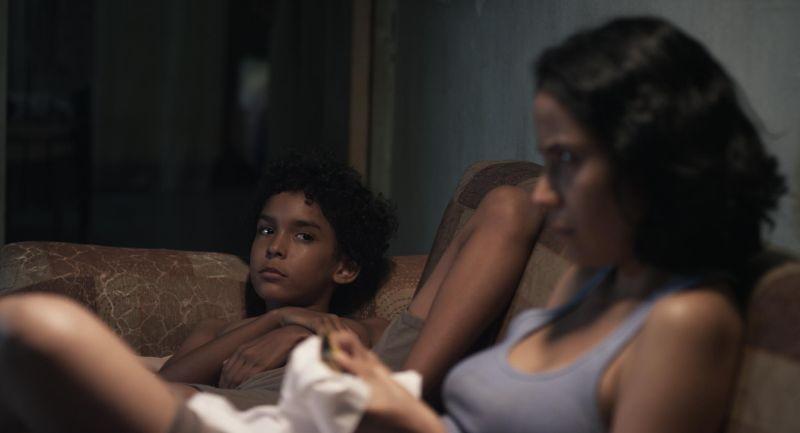 Pelo Malo: Samuel Lange in una scena con Samantha Castillo
