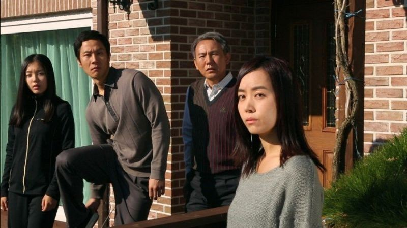 Red Family: Son Byeongho in una foto promozionale con Kim Yumi, Park Soyoung e Jung Woo