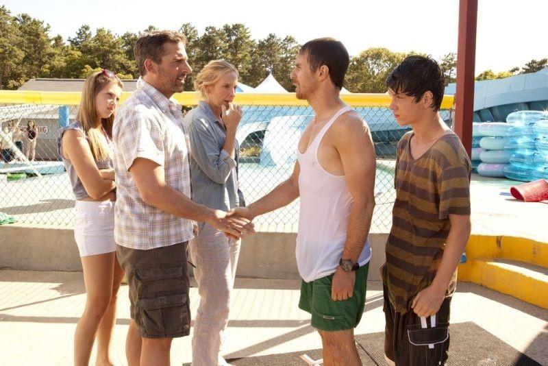 Steve Carell con Sam Rockwell, Toni Collette, Liam James e Zoe Levin in una scena di C'era una volta un'estate