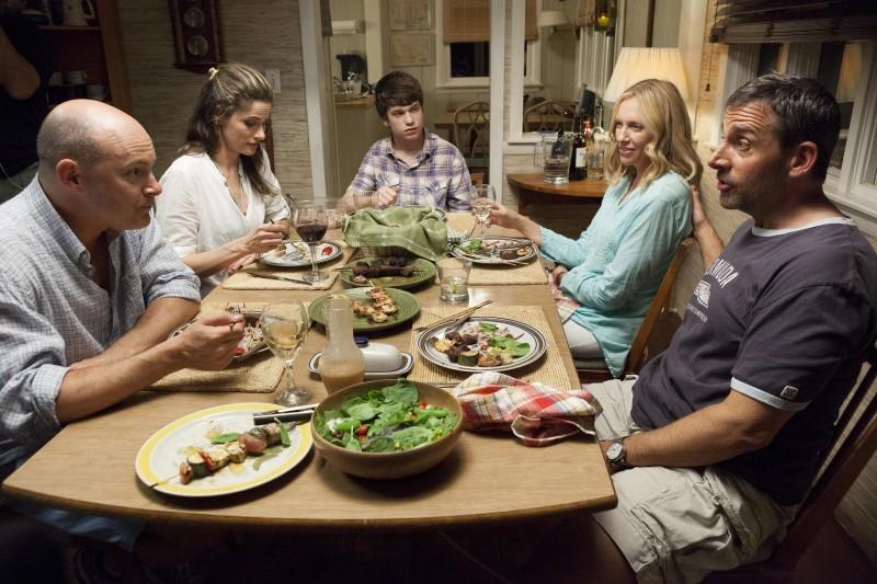 Steve Carell con Toni Collette, Rob Corddry, Liam James e Amanda Peet in C'era una volta un'estate