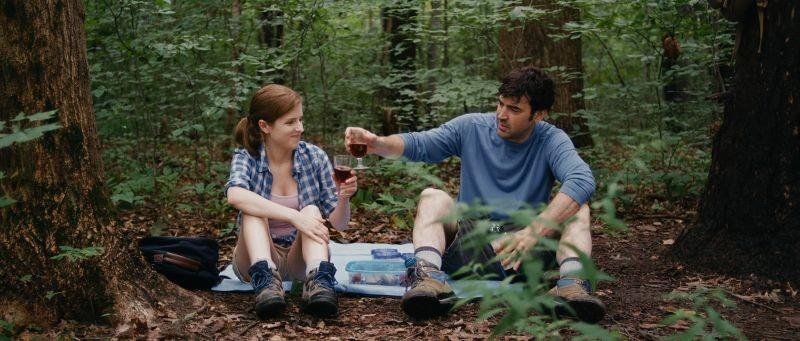 Drinking Buddies: Anna Kendrick e Ron Livingston in una scena del film