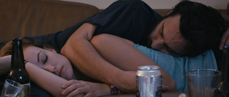 Drinking Buddies: Olivia Wilde con Jake Johnson in una scena del film