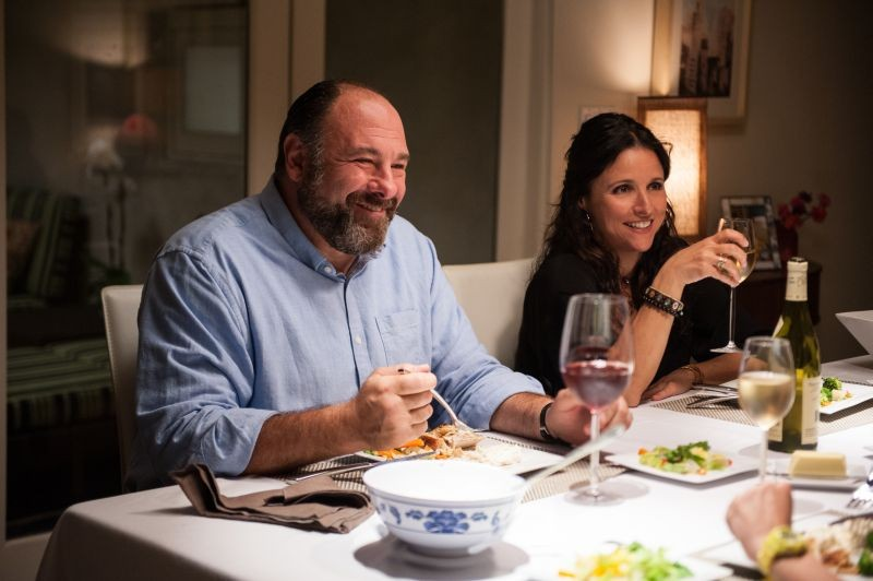 Enough Said: James Gandolfini a tacola con Julia Louis-Dreyfus in una scena