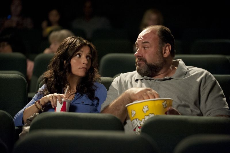 Enough Said: James Gandolfini e Julia Louis-Dreyfus al cinema in una scena del film