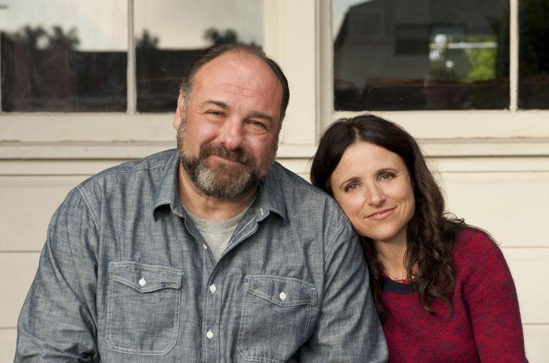 Enough Said: James Gandolfini e Julia Louis-Dreyfus in una foto promozionale