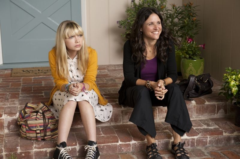 Enough Said: Julia Louis-Dreyfus in una scena con Tavi Gevinson