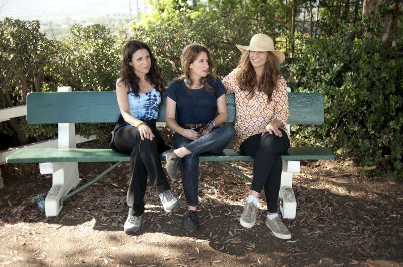 Enough Said: la regista Nicole Holofcener sul set con Catherine Keener e Julia Louis-Dreyfus