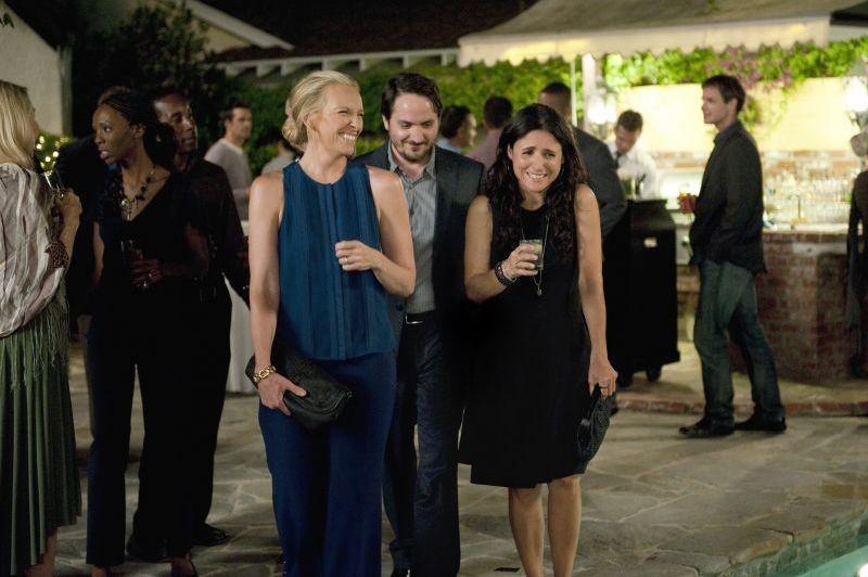 Enough Said: Toni Collette con Ben Falcone e Julia Louis-Dreyfus in una scena