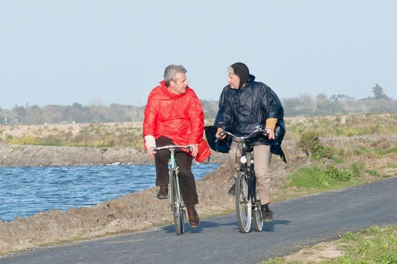 Fabrice Luchini con Lambert Wilson in una scena di Molière in bicicletta