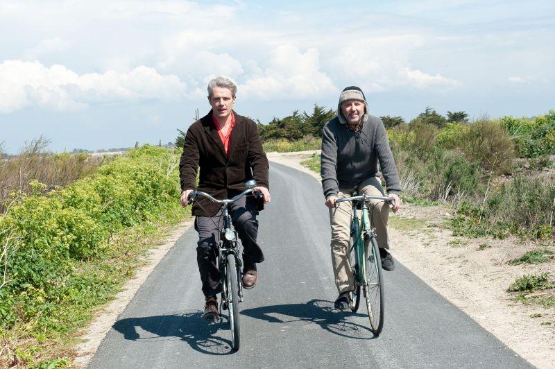 Fabrice Luchini insieme a Lambert Wilson in una scena di Molière in bicicletta