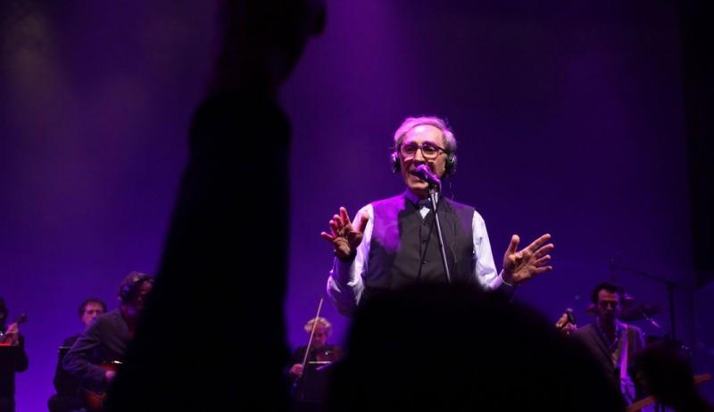 Temporary Road - (Una) vita di Franco Battiato: Franco Battiato, durante un concerto, in una scena del documentario