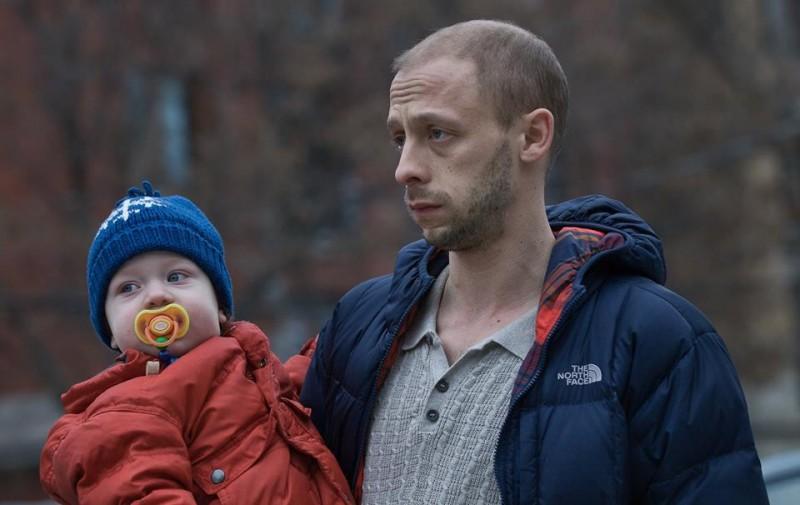 The Husband: il protagonista Maxwell McCabe-Lokos in un momento del film