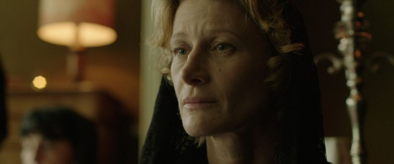 Au nom du fils: la protagonista Astrid Whettnall in una scena