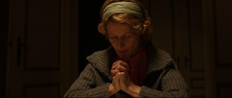 Au nom du fils: la protagonista Astrid Whettnall in una scena dell'horror