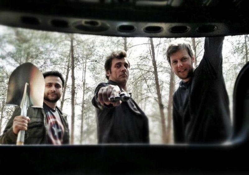 Big Bad Wolves: Lior Ashkenazi in una foto promozionale con i due registi Aharon Keshales e Navot Papushado