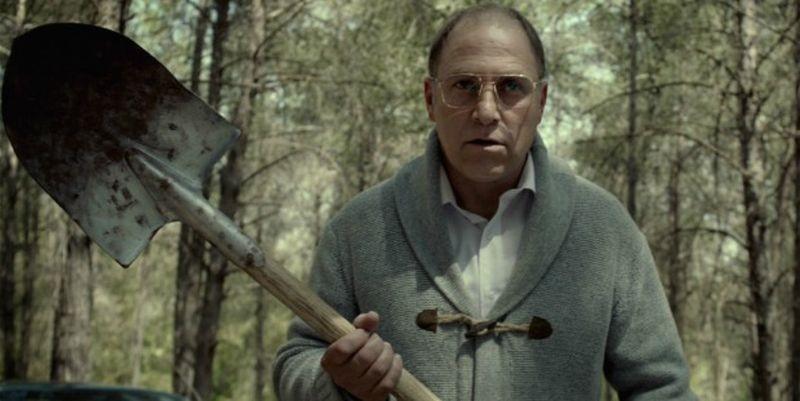 Big Bad Wolves: Tzahi Grad agguerrito in una scena del film
