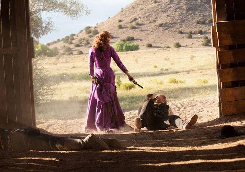 Sweetwater: January Jones è spietata in una scena del film