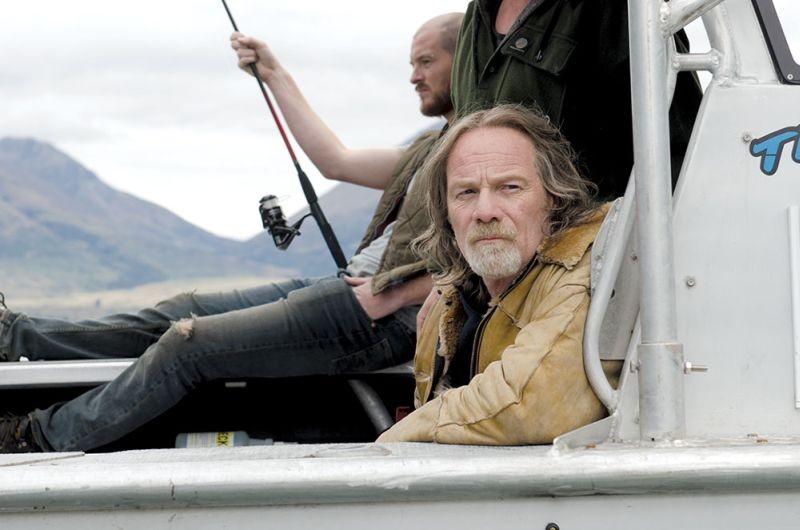 Top of the Lake: Luke Buchanan in una scena di pesca con Peter Mullan