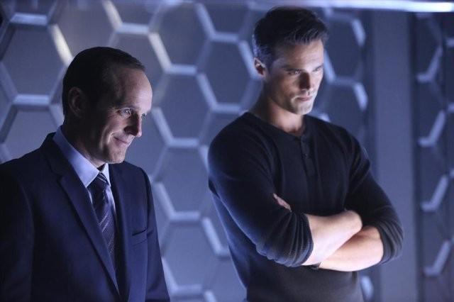 Agents of S.H.I.E.L.D.: Clark Gregg e Brett Dalton nell'episodio The Well