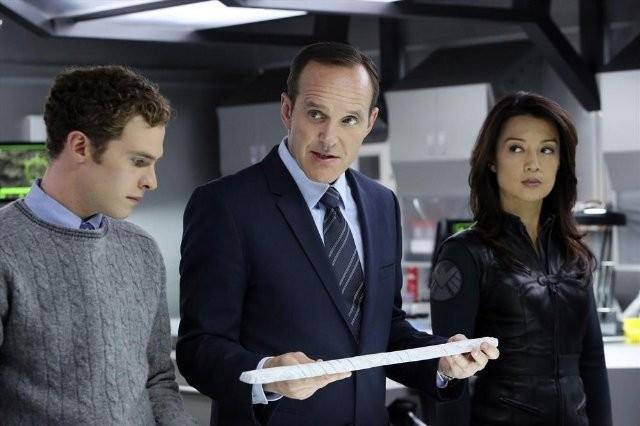 Agents of S.H.I.E.L.D.: Clark Gregg, Iain De Caestecker e Ming-Na nell'episodio The Well