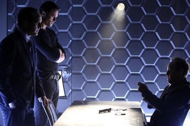 Agents of S.H.I.E.L.D.: Peter MacNicol, Clark Gregg e Brett Dalton nell'episodio The Well