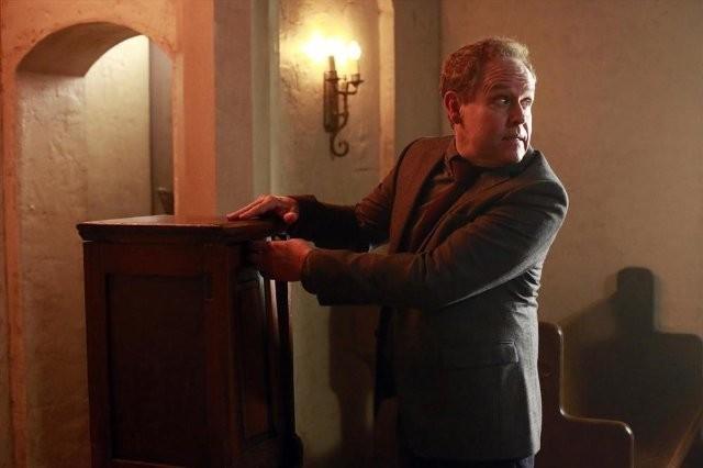Agents of S.H.I.E.L.D.: Peter MacNicol in una scena dell'episodio The Well